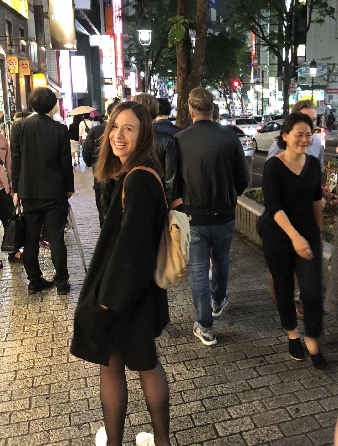 Elena på stan i Tokyo.