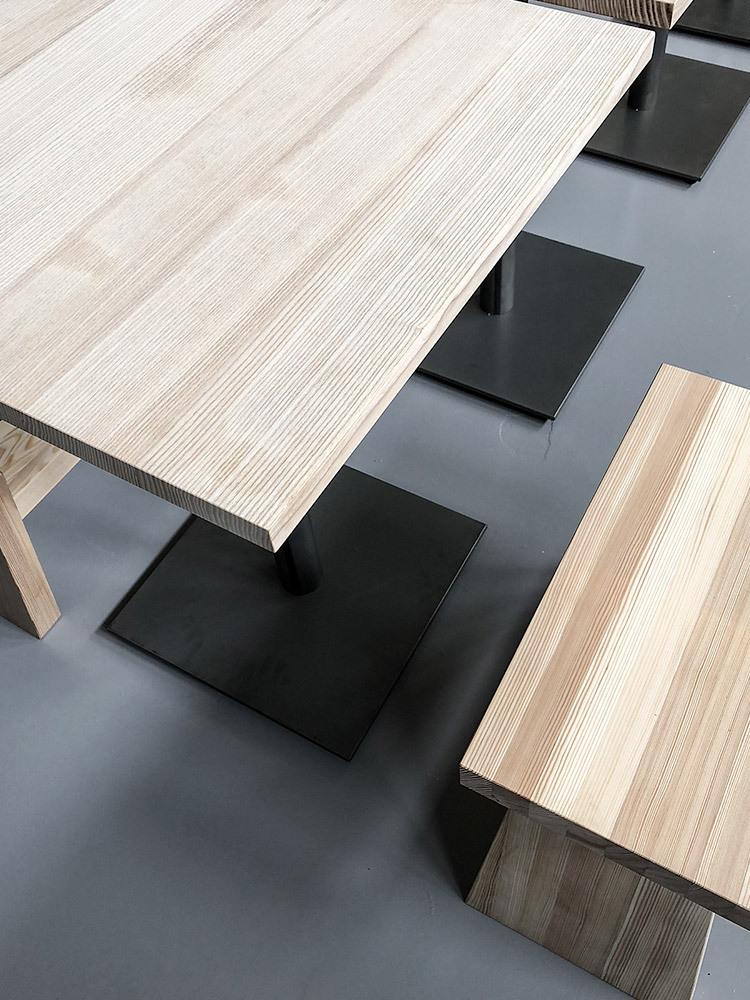 Custom matsalsmöbler inspirerade av Tokyos izakayor