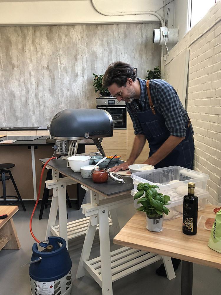 Martin Skoog bakar pizzor hos Big South