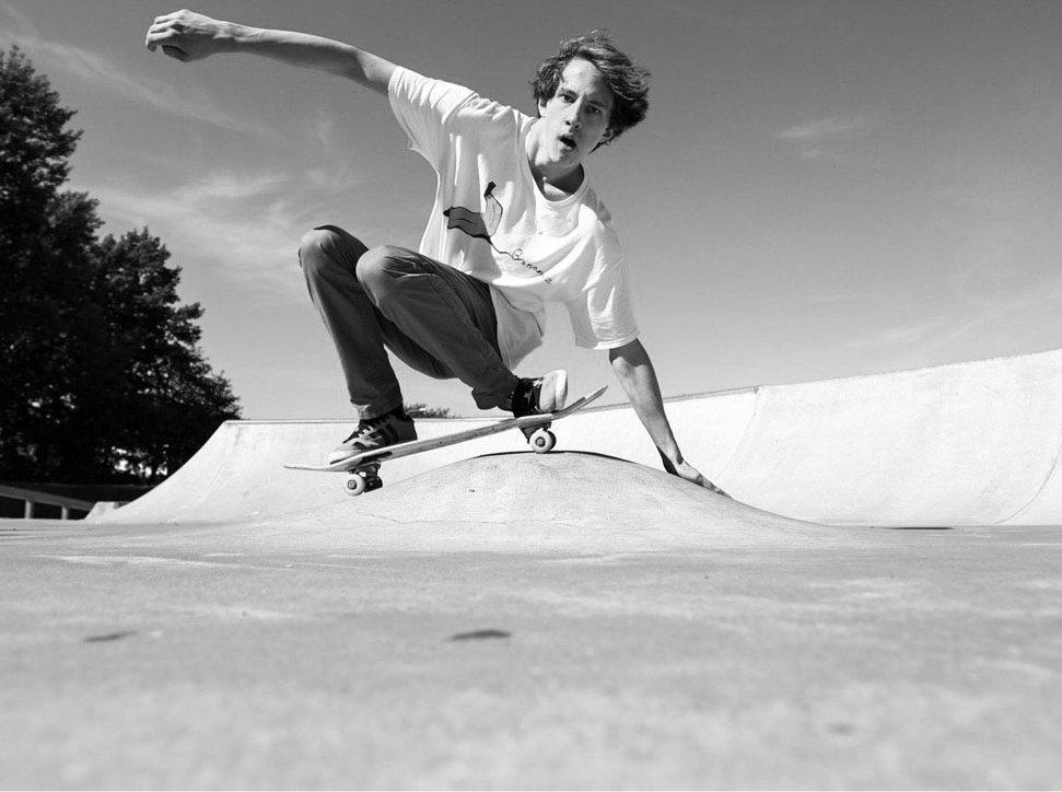 Oskar Havsvik - Webbutvecklare på Big South åker skateboard