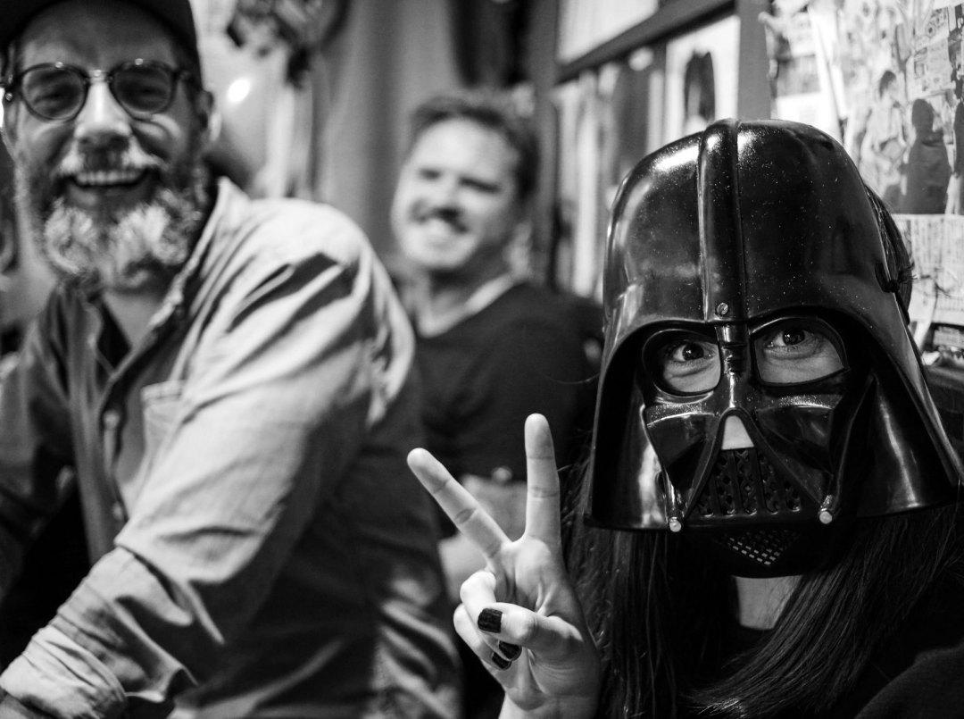 Big South Tokyo - Martin, Christian & Elena på izakaya med Darth Vader-mask