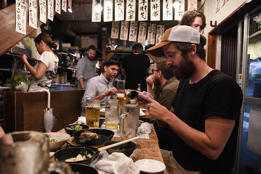 Middag på Izakaya i Tokyo