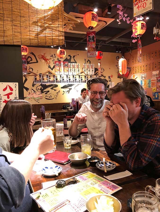 Izakaya i Shibuya där Big South skrattar högt