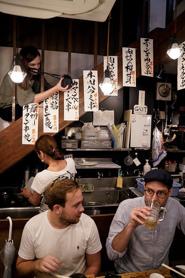 Fotografering på izakaya i Tokyo