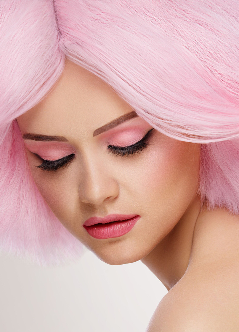 Scandinavian Cosmetics varumärkesbild modell i rosa hår