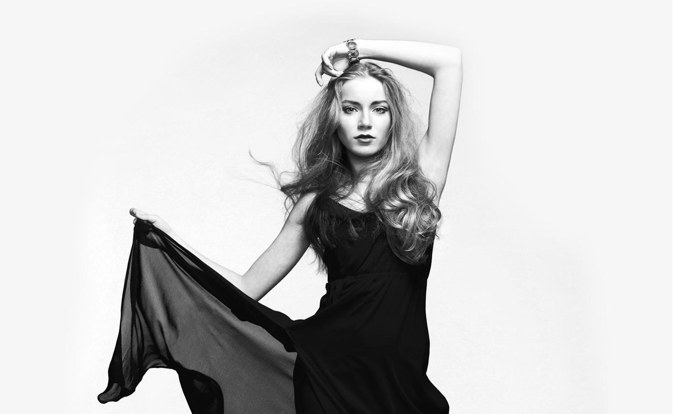 Scandinavian Cosmetics varumärkesbild modell i svartvitt